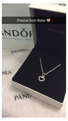 Cute Jewelry, Jewelry Box, Jewelry Accessories, Jewelry Necklaces, Jewelry Design, Jewlery, Necklace Ideas, Jewelry Armoire, Heart Jewelry