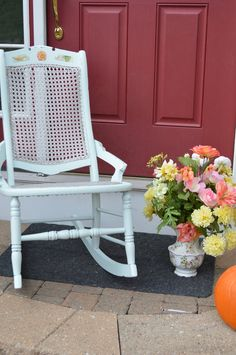 How To Paint A Cained Chair with HomeRight Paint Sprayer.  Entry for Spray It Pretty. The Fab Furniture Flippin' Contest. #fabflippincontest