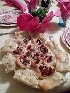 Rose di sfoglia con ripieno di peperone melanzana e cipolla stufate