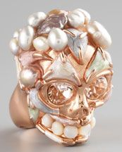 Oh how I love rings, especially paired with skull style. The fleshy color makes it extra creepy.