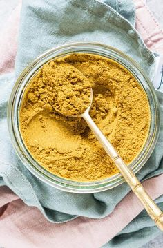 Jamaican Curry Powder is vibrant, flavorful and so easy to make. It takes less than 15 minutes to make this homemade Jamaican curry powder recipe. Jamaican Curry Powder, Homemade Curry Powder, Jamaican Recipes, Curry Recipes, Vegan Recipes, Spice Blends, Spice Mixes, Easy Chickpea Curry, Curry Spices