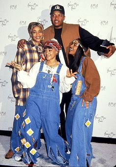 T-Boz, Lisa 'Left Eye' Lopes and Chilli of TLC with Dr. Dre at the 1994 AMAs.