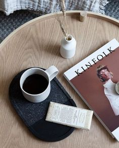 7 dreamy coffee table styling ideas for the winter season (Daily Dream Decor) #coffee #dreamy #ideas #season #styling #table #winter