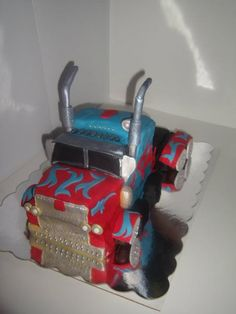 Optimus Prime Cake   Like the Fan Page: http://www.facebook.com/sweetbudsbakeryfans