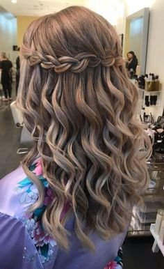 Ideal Waterfall Braided Hairstyles 2019 That are Simply Gorgeous Messy Bun With Braid, Braided Buns, Messy Buns, Waterfall Twist, Waterfall Braids, Ladder Braid, Braided Hairstyles For Wedding, Prom Hairstyles, Twist Braids