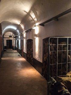 De zijgang van het fort waar de receptie zich plaatsvind.