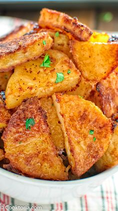 Parmesan Crusted Potatoes - Creamy, soft potatoes covered in a crispy Parmesan crust… Mmm … I can eat these Parmesan Cruste - Potato Side Dishes, Vegetable Side Dishes, Vegetable Recipes, Vegetarian Recipes, Cooking Recipes, Chicken Recipes, Side Dish Recipes, Dinner Recipes, Lunch Recipes