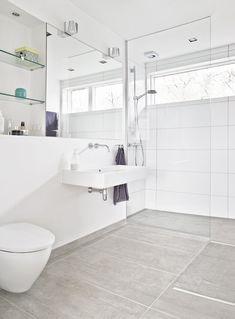 fik øjnene op for udsigten - Danske Boligarkitekter Minimalist Bathroom, Bathroom Inspiration, New Homes, Ikea, Interior Design, House, Home Decor, Bathrooms, Bathtubs
