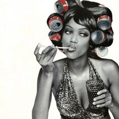 They used to curl their hair with soda cans before a curling iron was invented! 90s Models, Fashion Models, 90s Fashion, Black Supermodels, Coca Cola, Modelos Fashion, America's Next Top Model, Foto Pose, Naomi Campbell