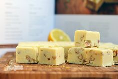 Deliciosos quadradinhos de limão siciliano e amêndoas!! Fudges parecem difíceis de serem feitos, mas é muito mais simples do que se imagina!!