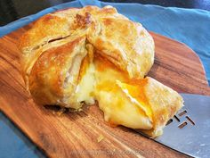 Brie & Apricot Puff Pastry - Simply Sundays Baked Brie Puff Pastry, Puff Pastry Appetizers, Brie Appetizer, Cheese Pastry, Puff Pastry Recipes, Appetizer Recipes, Light Appetizers, Party Appetizers, Brie Cheese Recipes