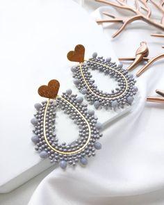 Diy Macrame Earrings, Crochet Beaded Bracelets, Seed Bead Earrings, Beaded Earrings, Statement Earrings, Earrings Handmade, Handmade Jewelry, Gold Rings Jewelry, Diy Jewelry