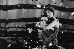 """""""Os amores desgraçados ao menos costumam render belas histórias.""""    https://www.youtube.com/watch?v=xqxHw-ng6Bk    Romance / Direção: Guel Arraes"""
