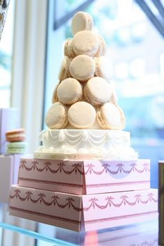 Laudree wedding cake
