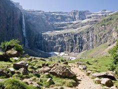 Le cirque de Gavarnie Guide touristique des Hautes Pyrénées séjour touristique célibataire sénior solo famille monoparentale Midi-Pérénées