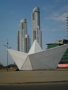 "Monumento a ""El barquito"". Rosario. Train Travel, Santa Fe, Travel Quotes, Brazil, Design Art, Skyscraper, Country, City, Outdoor"