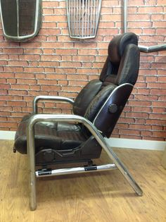 Lovely naturally distressed 80's Toyota seat. Got the pair of these.