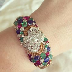 We love a great #treasurehunt #antiquediamonds #emeralds #rubies & #sapphires. Part of some great #jewelry we collected yesterday in #ranchosantafe @bhhscalifornia. #embracethesparkle #doylejewelry