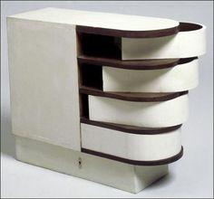 Cabinet à tiroirs pivotants (1926-1929). Bois peint. Mobilier provenant de la villa E 1027. Eileen Gray