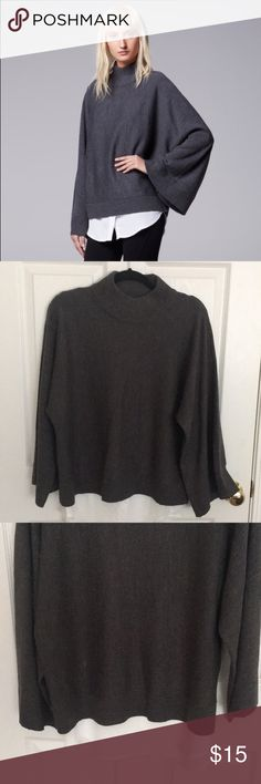 Simply Vera Wang Kimono Sleeve Mockneck Sweater Like new condition! Only been worn once. PRODUCT FEATURES Ribbed details Mock-layer design Mockneck Long kimono sleeves FABRIC & CARE Acrylic Machine wash Simply Vera Vera Wang Sweaters Cowl & Turtlenecks