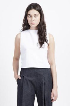 Canyon Classic Top.  White classic top and dark grey classic pants | White and grey outfit | Minimalist work wear | Capsule wardrobe | Slow fashion | Simple style | Minimalist style