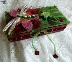 Aeshna - Précieuse boîte écrin en bois et tissus parée d'une grande libellule aux ailes de nacre - 31.90€