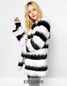 Ingrandisci Story of Lola - Pelliccia sintetica lunga con motivo zebrato bianco e nero. http://www.asos.com/it/Story-of-Lola-Pelliccia-sintetica-lunga-con-motivo-zebrato-bianco-e-nero/9i5g2/?iid=4662143&SearchQuery=fur&Rf900=3717&sh=0&pge=0&pgesize=204&sort=-1&clr=Multi&totalstyles=321&gridsize=3&mporgp=L1N0b3J5LU9mLUxvbGEvU3RvcnktT2YtTG9sYS1Mb25nbGluZS1GYXV4LUZ1ci1Db2F0LVdpdGgtTW9ub2Nocm9tZS1aZWJyYS1QYXR0ZXJuL1Byb2Qv