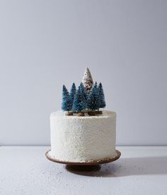 "Sweet Christmas cake with adorable mini snowy pine tree forest! So sweet covered infake ""snow"" -- could use powdered sugar or coconut shreds! Yum!"