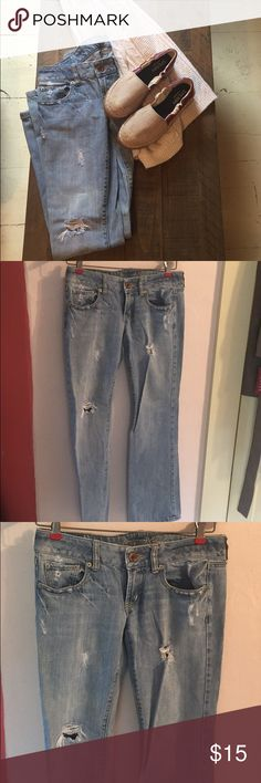 """🆕 EUC Boyfriend jeans ♥️ Adorable American Eagle """"favorite boyfriend"""" jeans in a light destroyed wash. Low rise. No stains. ♥️😍 everything seen in the first picture is in my posh closet 💕 American Eagle Outfitters Jeans Boyfriend"""