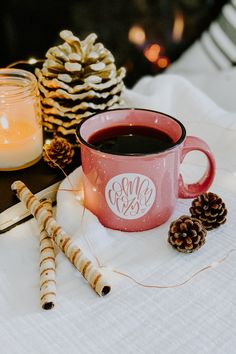 * FREE US SHIPPING * Comfy + cozy isn't just for sleigh rides. Being comfy + cozy at all times is ba Christmas Coffee, Christmas Mood, Merry Christmas, Xmas, Country Christmas, Outdoor Christmas, Christmas Christmas, Flatlay Instagram, Coffee Time