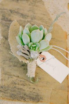 Des succulentes de mariage: boutonnière