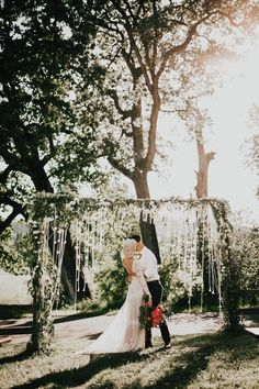 Nothing quite as sweet as this Sauvie Island wedding in the spring | Image by India Earl