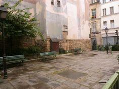 """Paris 3e - Le square Temple-Haudriettes, dit place Renée-Vivien, à l'emplacement de """"l'Echelle du Temple"""", où les condamnés de droit commun sous l'autorité des Templiers étaient suppliciés. L'ordre a détenu un pouvoir de Haute Justice (droit de condamner à mort) même à l'extérieur de l'enclos jusqu'en 1674 ."""