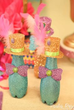 To make the carnival ornaments you can use the most varied materials like pet bottles. The rest is up to your imagination. Clown Party, Circus Theme Party, Circus Birthday, Party Themes, Birthday Parties, Party Ideas, Carnival Crafts, Carnival Themes, Circus Decorations