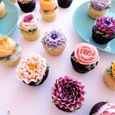 Petite Cupcakes for Tea-time Gathering with Children's Mommy  Homemade - Choco Chocolate Cupcake & Vanilla Chocolate Cupcake  Buttercream - Plain Buttercream & Rose Buttercream Flower -##Rose #Ranunculus #Gervera #Chrysenthemum #Scabiosa  #buttercream #cupcakes #piping #Flowercupcake #specialcake #minicupcankes #petitecupcake #SpecialGift #birthdaycupcakes #thanks #Design #organic #healthy #Dessert #handmade #vancouver #밴쿠버버터크림 #밴쿠버플라워케이크 #밴쿠버버터크림플라워 #밴쿠버버터크림클래스 #버나비버터크림 #스페셜모멘트 #플라워컵케이크…