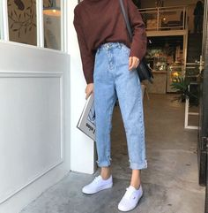 Jeans, mom pants, outfits with mom jeans, jeans and sneakers outfit Jeans Fit, Push Up Jeans, Jeans Casual, Button Fly Jeans, High Waist Jeans, Denim Jeans, Slim Mom Jeans, Slim Waist, Two Toned Jeans