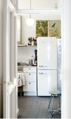 I know I have this pinned but Pinterest isn't telling me I do - I'm pinning again because I love it -kitchen