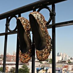 How to upcycle a pair of shoes with sequins - By Craft Gossip