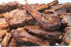 In en om die huis: Marinade vir tjops Sauce Recipes, Meat Recipes, Crockpot Recipes, Cooking Recipes, Yummy Recipes, Recipies, Lamb Ribs, Lamb Chops, I Love Food