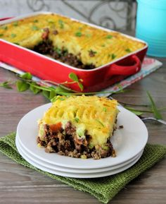 Shepherd's Pie – Cottage Pie | If you're in the mood for a flavorful, hearty, savory comfort-food classic recipe, this Shepherd's Pie - Cottage Pie is going to hit the spot, dead on at dinner. Made with lean ground lamb or beef, fresh organic veggies, and topped with delicious garlic cheddarmashed potatoes, then baked to perfection. #lamb #beef #cottagePie #potatoes @themccallumssha