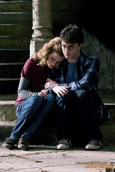 Are those velcro shoes Hermione? Harry Potter bts - Harry and Hermione Images Harry Potter, Harry James Potter, Harry Potter Cast, Harry Potter Tumblr, Harry Potter Characters, Harry Potter Universal, Harry Potter Fandom, Harry Potter World, Harmony Harry Potter