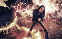 Cool Photo Effects - Sparkler Firework Light Painting Long Exposure Portrait Girl Photography By Evan Sharboneau His Trick Photography & Special Effects e-Book evan-sharboneau-t. Exposure Photography, Video Photography, Photography Tutorials, Creative Photography, Girl Photography, Digital Photography, Photography Ideas, Movement Photography, Soccer Photography