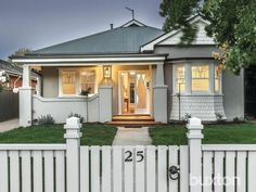 Essendon home Beach Cottage Exterior, Bungalow Exterior, Exterior House Colors, Exterior Paint, 1940s Bungalow, Bungalow Style House, Weatherboard Exterior, Rendered Houses, California Bungalow