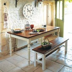 country chic kitchen, total white, stone wall - i would actually die if my kitchen looked like this - love it Country Chic Kitchen, Shabby Chic Kitchen, Brown Granite Countertops, Sweet Home, Modern Rustic Decor, Rustic Style, Kitchen Clocks, Affordable Furniture, Cool Kitchens