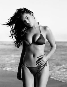 Kelly Brook by Jeany Savage