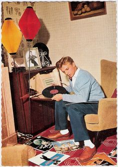Tommy Steele with vintage/retro vinyl records Vinyl Record Player, Record Players, Vinyl Records, Lps, Vintage Images, Retro Vintage, Vintage Soul, Rock And Roll, Tommy Steele