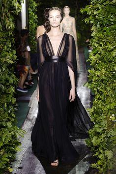 Valentino Couture Fall 2014, me encantan las mangas de este vestido