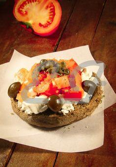 Κρητικός ντάκος με γλυκό του κουταλιού ελιά         |          Sweet & Savory