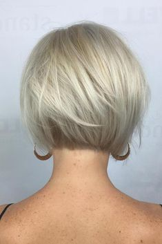 70 Cute and Easy-To-Style Short Layered Hairstyles Nape-Length Textured Platinum Bob Popular Short Hairstyles, Bob Hairstyles For Fine Hair, Short Bob Haircuts, Hairstyles Over 50, Cool Hairstyles, Layered Hairstyles, Hairdos, Short Undercut Hairstyles, Blonde Bob Hairstyles