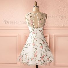A-Line Round Neck Keyhole Back White Tulle Short Homecoming Dress with Appliques